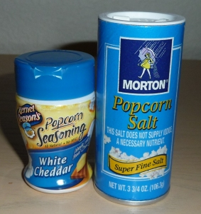 White cheddar popcorn topping and popcorn salt
